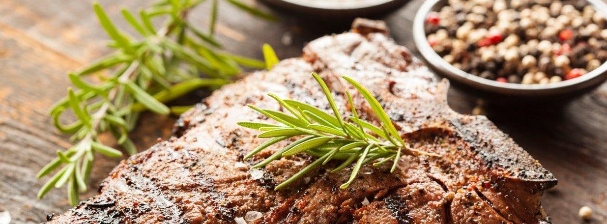 Im Ofen fertig garen. Mit Kräuterbutter oder wenig Olivenöl servieren.